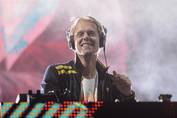 Armin van Buuren presenta 'I Need You'